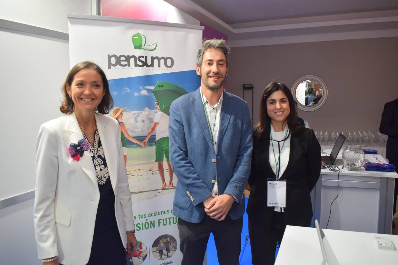 La ministra Reyes Maroto acepta la invitación por tuit y visita el stand de Pensumo en Madrid Retail Congress